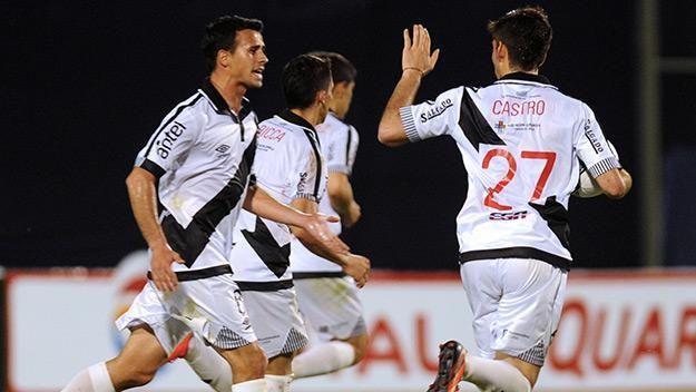Danubio perdió 1-2 con Corinthians y tiene un pie afuera de la Copa