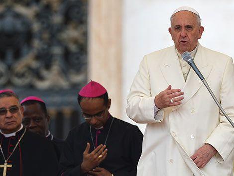 Papa ordenó arresto de arzobispo acusado de pederastia