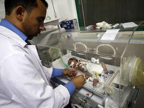 Falleció la bebé rescatada del vientre de su madre muerta en Gaza