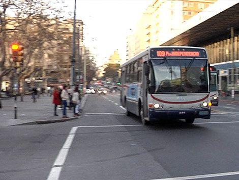 Ómnibus siguen cruzando con roja donde mujer murió atropellada