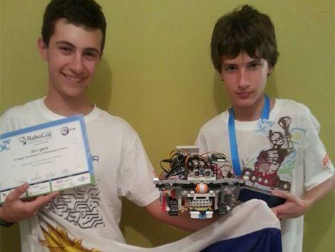Uruguayos campeones en Brasil: adolescentes ganaron en la Robocup