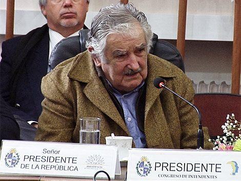 Mujica visitó y elogió al Congreso de Intendentes