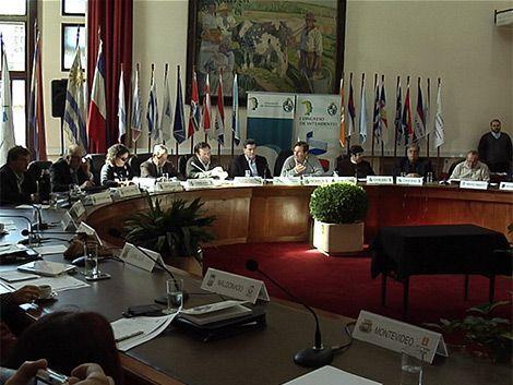 Congreso de Intendentes se reunió con los presidenciables