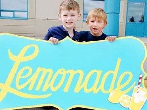Vendió US$ 60.000 en limonada para ayudar a amigo con parálisis