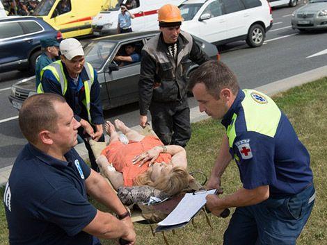Al menos 20 muertos al descarrilar un metro en Moscú