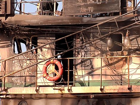 17 asiáticos detenidos tras riña e incendio en buque chino