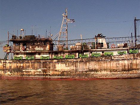 Riña en buque chino terminó con incendio y un hombre apuñalado