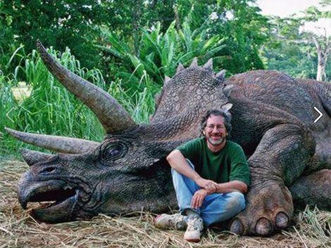 Steven Spielberg condenado en Facebook por asesino de dinosaurios