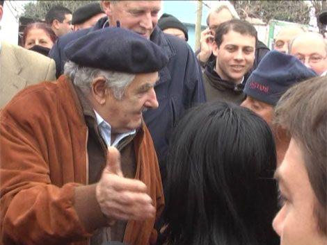 Mujica visitó las zonas inundadas de Paysandú y Salto