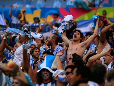 Dos argentinos murieron infartados durante el partido con Holanda