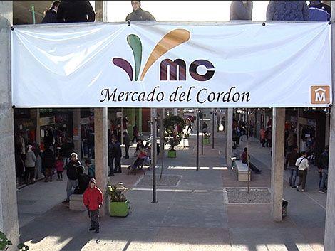 """Adiós a los """"techitos verdes"""": abrió el Mercado del Cordón"""