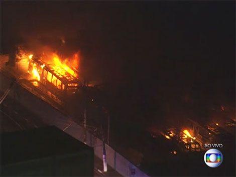 Ómnibus quemados y comercio saqueado en San Pablo tras la goleada