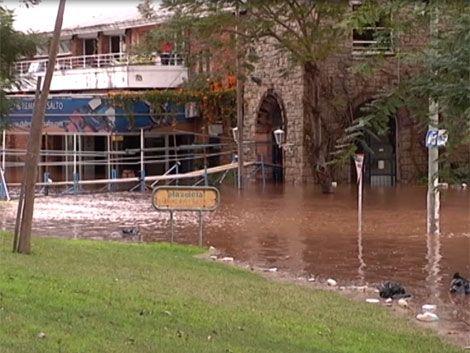 Hay más de 1.400 evacuados por inundaciones en todo el país