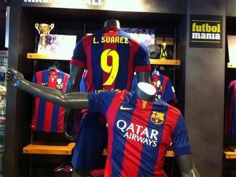 Ya venden camisetas de Barcelona con el nombre de Suárez