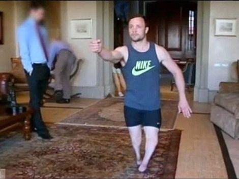 Video exhibe a Pistorius sin prótesis en reconstrucción de crimen
