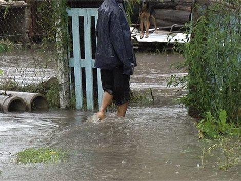 Más de 700 evacuados en el litoral y cuatro rutas cortadas