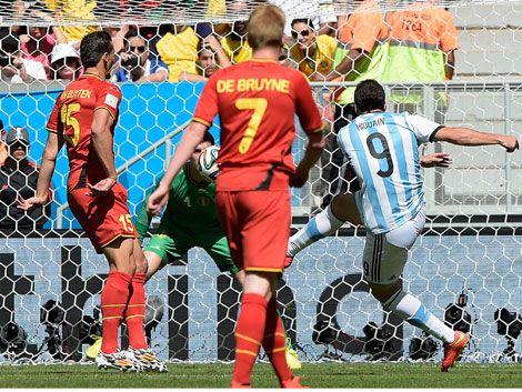 Argentina ganó 1-0 a Bélgica y pasó a semifinales sin despeinarse