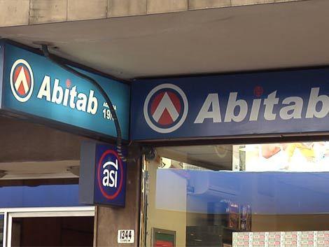 Detienen a delincuente que robaba a clientes dentro de los Abitab