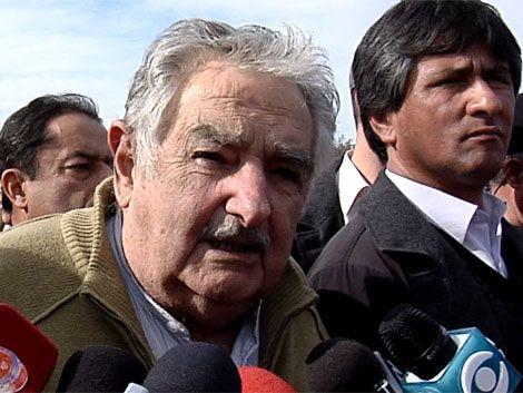 Mujica justificó déficit por costo de mantener el tipo de cambio