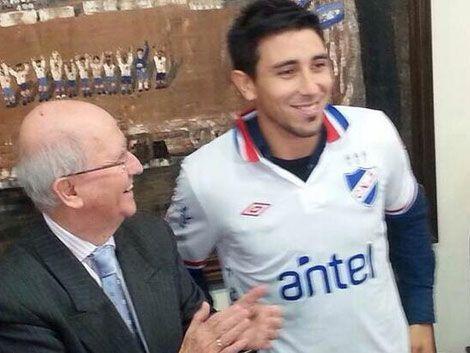 El lateral Jorge Fucile ya es jugador de Nacional