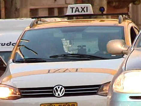 Taxis volvieron a paralizar actividades desde las 10 horas