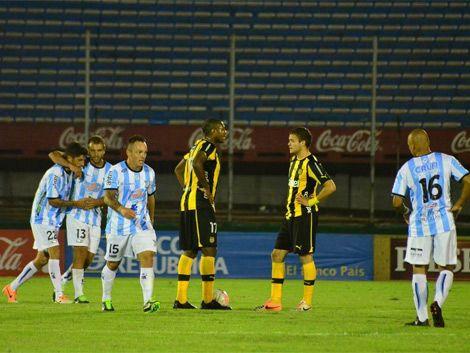 Peñarol perdió con Cerro 0 - 1 en el Centenario