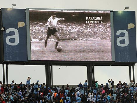 Uruguay gritó el gol del 50 y Ghiggia recibió su homenaje