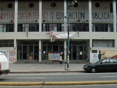 Estudiantes ocupan el IPA en reclamo de más presupuesto