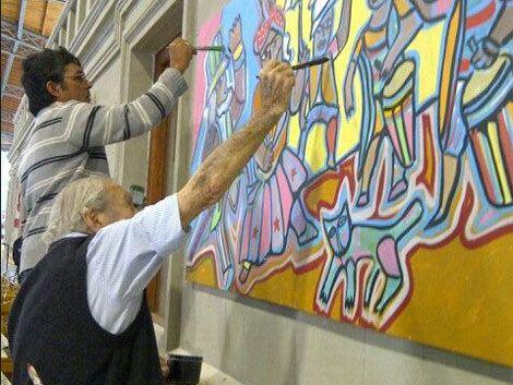 Carlos Páez Vilaró pintó un mural en el nuevo Mercado Agrícola