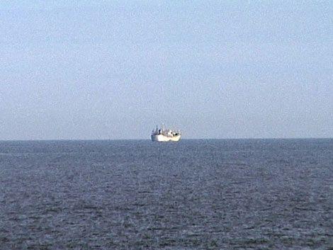 Pesquero chino en cuarentena fuera del puerto
