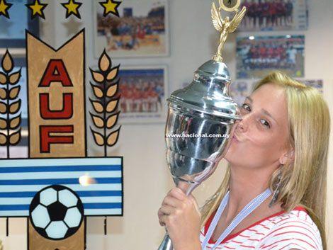 Fútbol femenino de Nacional le ganó 28 a 0 a Huracán Buceo