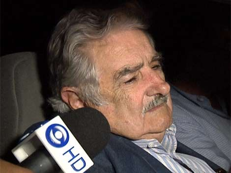 Mujica aclaró criticas sobre escribanos
