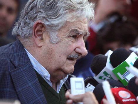"""Mujica: """"Estamos infectados de economistas y escribanos"""""""
