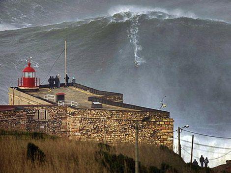 Hawaiano consigue surfear la ola más grande conocida hasta ahora