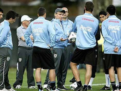 Ya juegan Uruguay y Paraguay por la clasificación al Mundial