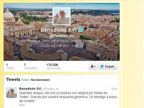 Primer tuit del Papa: Me uno a vosotros con alegría