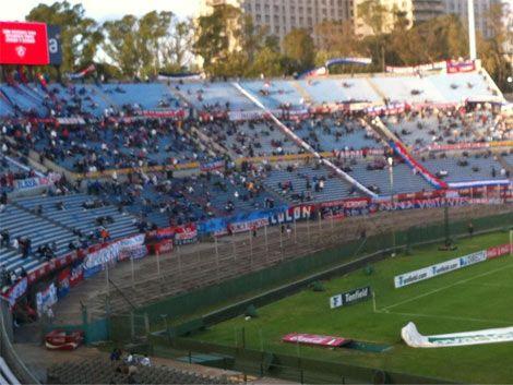 Nacional le ganó 2 a 0 a Racing y se pone a un punto de Peñarol