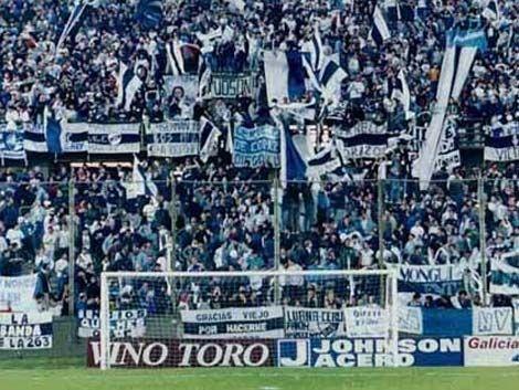 Barra brava de Quilmes entró al estadio con un muerto en un ataúd