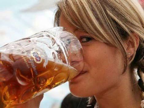 El matrimonio hace que las mujeres beban más alcohol