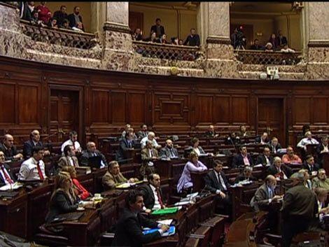 La oposición le exigió a Mujica que respete la Constitución