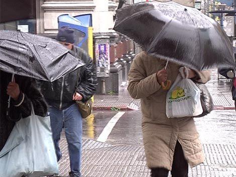 Alerta amarilla desde este lunes por mucha lluvia y viento