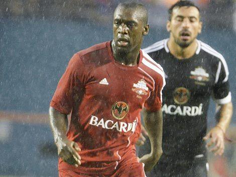 Abreu tiene nuevo compañero en el Botafogo: Clarence Seedorf