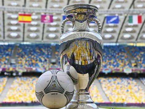 España busca la triple corona este domingo ante Italia