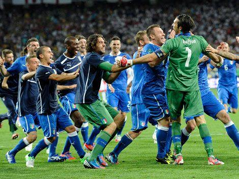 Italia y Alemania disputan hoy el pase a la final de la Eurocopa