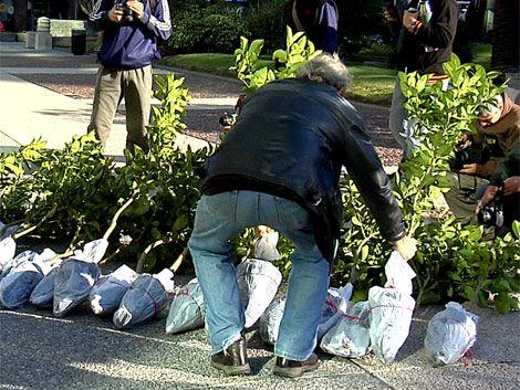 Día de paro docente: entregaron quinotos al presidente Mujica