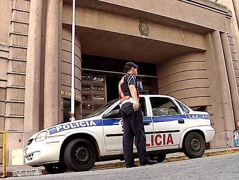 Policía fue preso por matar a puñaladas a una mujer