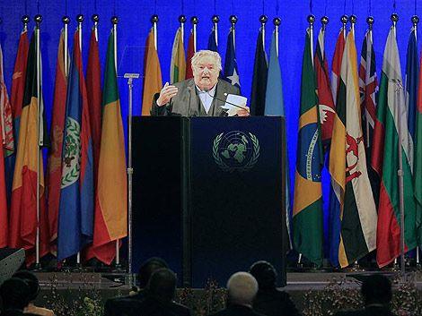 Mujica urge cambiar el modelo económico para salvar el planeta