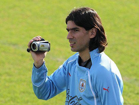 Loco Abreu recuperó su cámara y agradeció la generosidad uruguaya