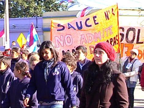 Acto del Natalicio de Artigas con protestas por mejoras en liceos