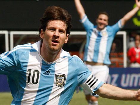 Messi llega a Cancún con una agenda social y deportiva